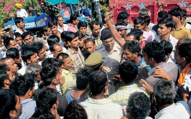 Farmers protesting at the Agar mandi, Agar Malwa district