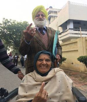 From Parrikar to Maharani Parneet Kaur, politicians turn up to cast their votes in Goa and Punjab