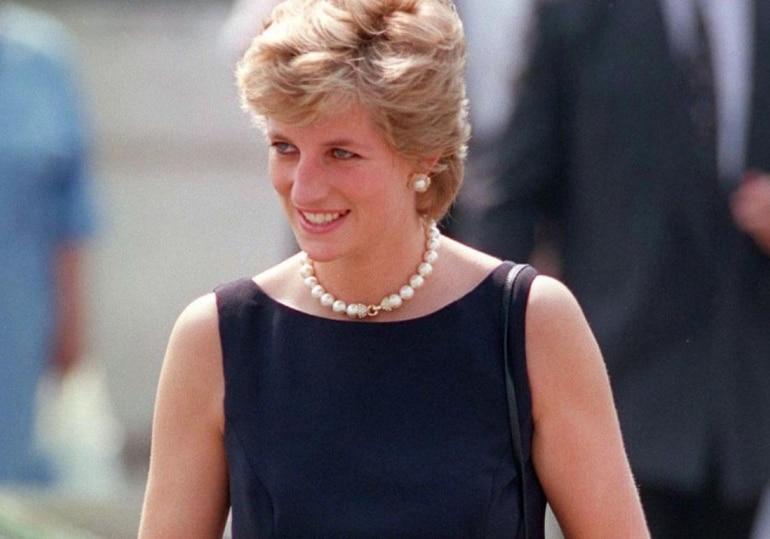 Diana often stepped out in public without hats.