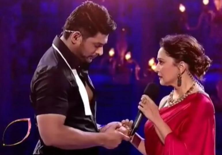 Sidharth Shukla and Madhuri Dixit on Dance Deewane 3 sets.