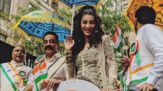 Shruti Haasan and Kamal at the parade