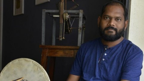 Prabhakar Kamble talks about painting as a Dalit artist Photo: Mandar Deodhar