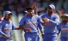 Ashish Nehra with teammates