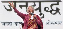 Medha Patkar addresses anti-corruption rally.