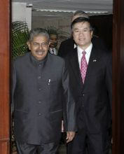 Vayalar Ravi, Minister for Civil Aviation and Gary Locke, the US Commerce Secretary