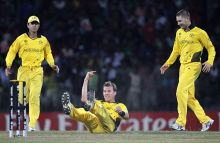 Australia paceman Brett Lee (centre) celebrates after catching Pakistan opener Mohammad Hafeez