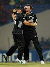 New Zealand pacer Kyle Mills (right) celebrates the wicket of Pakistan batsman Younis Khan