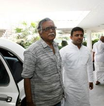 Communist MP Gurudas Dasgupta and Samajwadi party leader Akhilesh Yadav