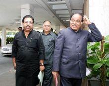 JPC chairman P C Chacko and Congress Rajya Sabha member P G Qurian
