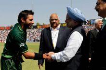 Shahid Afridi with PM Manmohan Singh