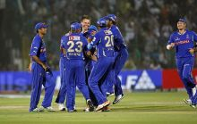 Rajasthan bowler Johan Botha (centre) and team-mates celebrate the wicket of Kochi captain Mahela Jayawardene