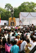 people offer homage to Ambedkar
