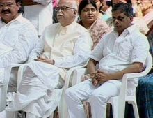 L.K. Advani and Venkaiah Naidu attend the last rites of Sathya Sai Baba