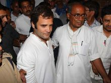 Rahul Gandhi with Congress leader Digvijay Singh