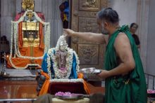Rajini fans offering prayers