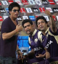 Kolkata owner Shah Rukh Khan with team coach Wasim Akram