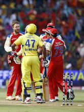 Bangalore captain Daniel Vettori (left) celebrates the dismissal of Chennai batsman Dwayne Bravo