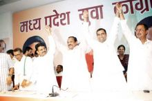 Priyavrat Singh along with other party leaders