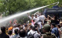 Police fire water canons to disperse protestors near Jantar Mantar, Delhi