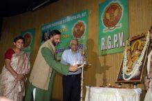 Rajiv Gandhi Proudyogiki Vishwavidyalaya vice-chancellor Professor Piyush Trivedi and Nobel Laureate Dr. R. K. Pachauri in Bhopal.