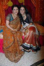 Supriya Pilgaonkar and Mona Singh enjoying at Ratan Rajput's mehndi ceremony
