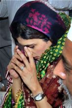 Hina Rabbani Khar offers prayers at Hazrat Nizamuddin Auliyaa dargah in New Delhi