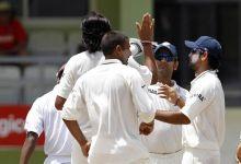 India paceman Ishant Sharma, MS Dhoni and team-mates