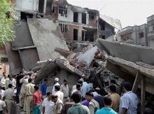 Apartment collapsed in Shalimar Garden