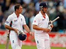 Andrew Strauss (left) and Jonathan Trott