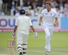 Chris Tremlett and MS Dhoni
