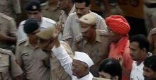 Anna Hazare outside Tihar