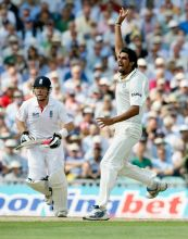 Ishant Sharma and Ian Bell