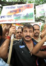 Actor Manoj Tiwari joins the protests organised at Kargil Chowk in Patna