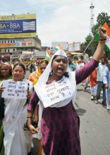 Women activists of BJP demonstrate in Patna