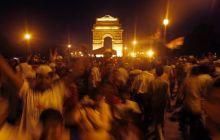 Anna Hazare supporters celebrate at India Gate