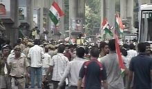 Anna supporters take out a march from India Gate to Jantar Mantar