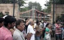 Morning walkers join Anna supporters outside Tihar Jail