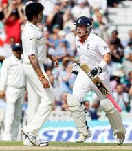 Ian Bell celebrates his double century as India pacer S Sreesanth looks on
