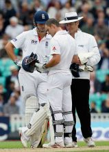 Andrew Strauss Alastair Cook and referee Simon Taufel