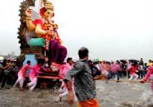 Procession for Ganesha 'visarjan' in Mumbai