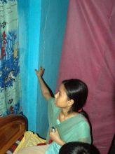 Lady shows crack in Kolkata