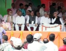 Nitish Kumar and LK Advani with other senior BJP leaders