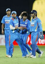 India's Ravindra Jadeja (second right) R Ashwin (left), Virat Kohli (second left) and captain MS Dhoni