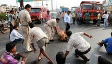 NCP workers protest attack on Sharad Pawar