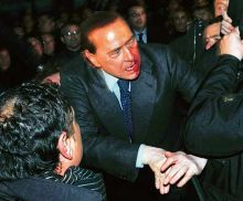 Berlusconi attacked in a rally in Milan