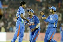 Umesh Yadav and team-mates