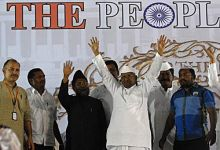 Anna Hazare with his team at MMRDA grounds