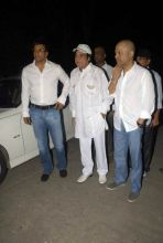 Bollywood pays tribute to Dev Anand
