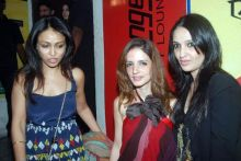Suzzanne Khan Roshan with friends