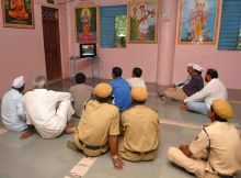 Villagers watch Anna's fast on TV